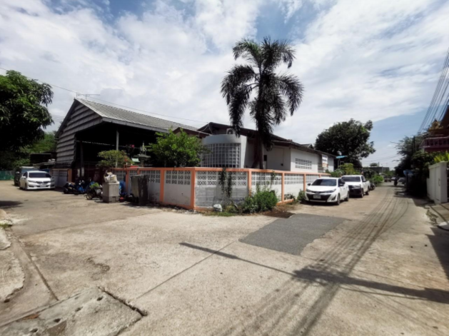 Warehouse Nha Muang, Muang