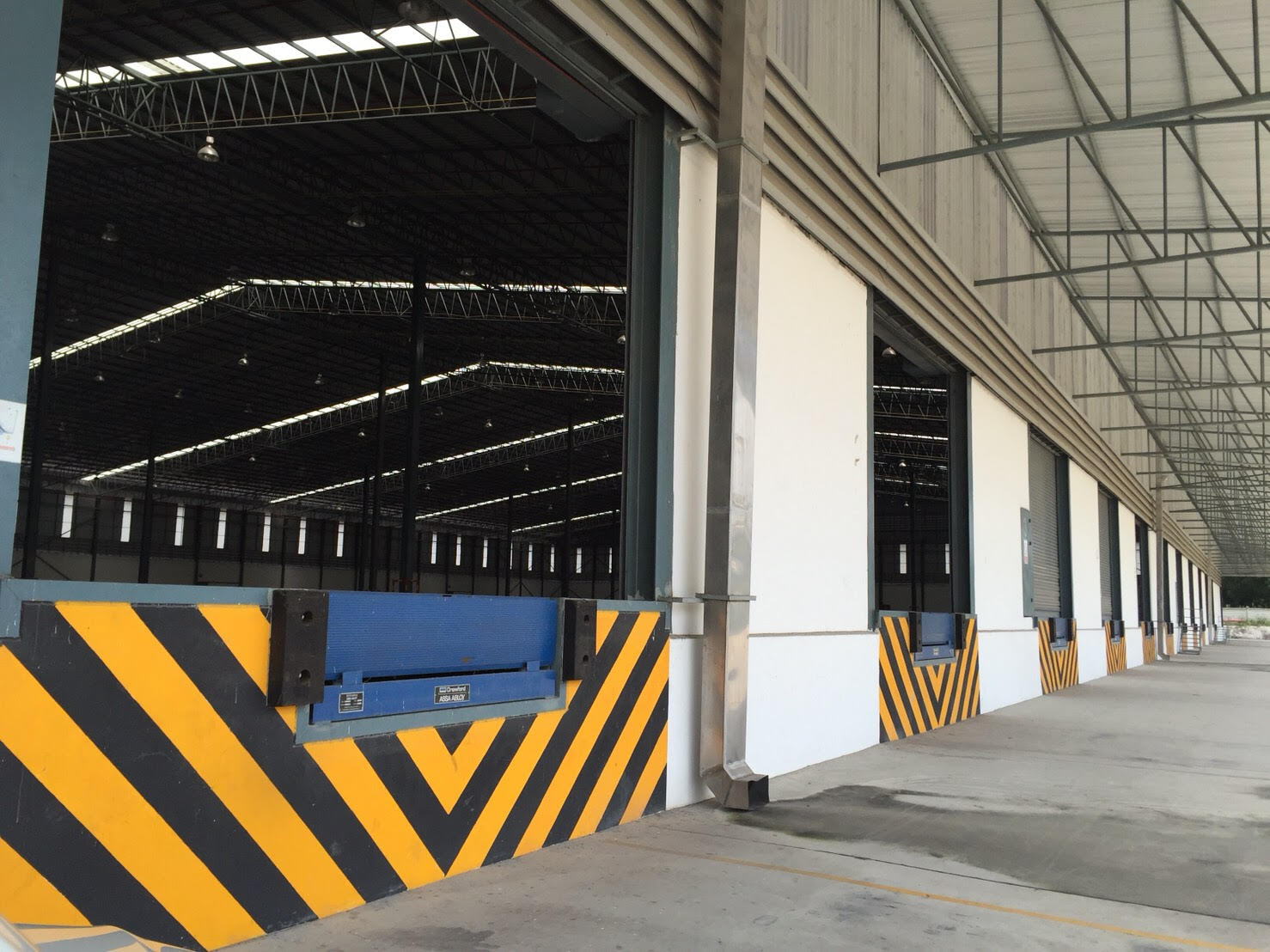 Warehouse Close to Pinthong Industrial Estate