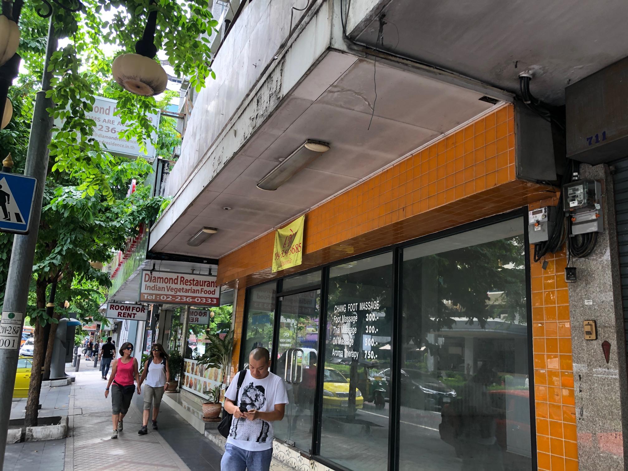 ขายที่ดิน ที่ดินพร้อมสิ่งปลูกสร้าง สีลม Bangkok